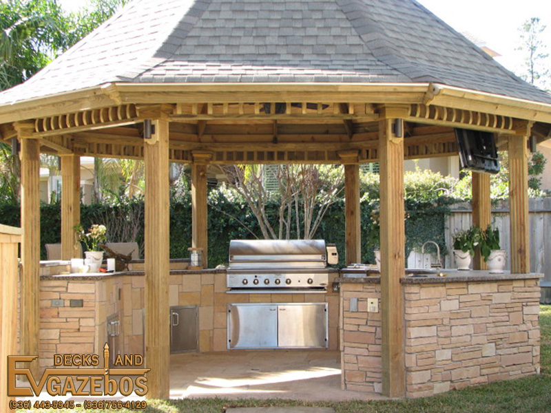 Outdoor Kitchens Fireplaces